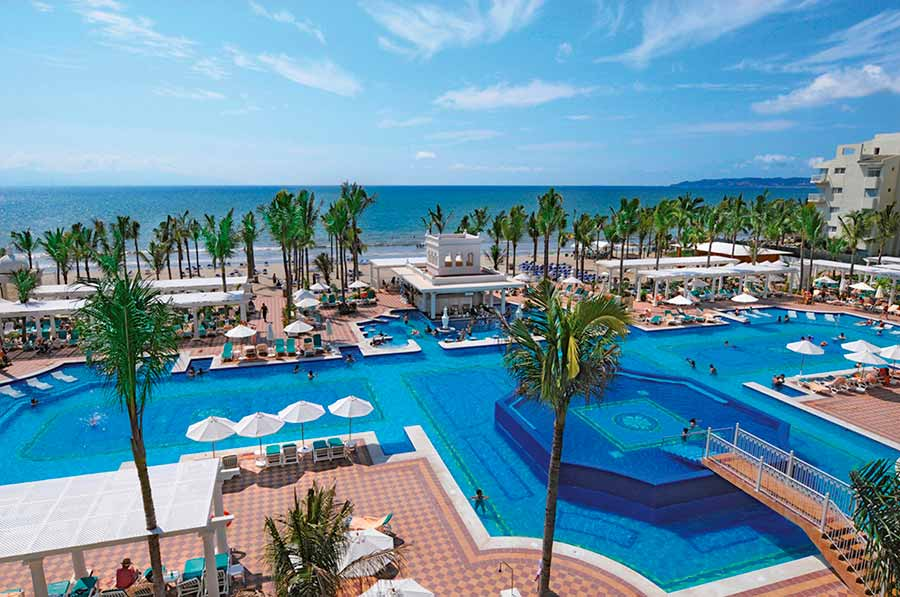 Hotel Riu Palace Pacifico - Outdoor pool