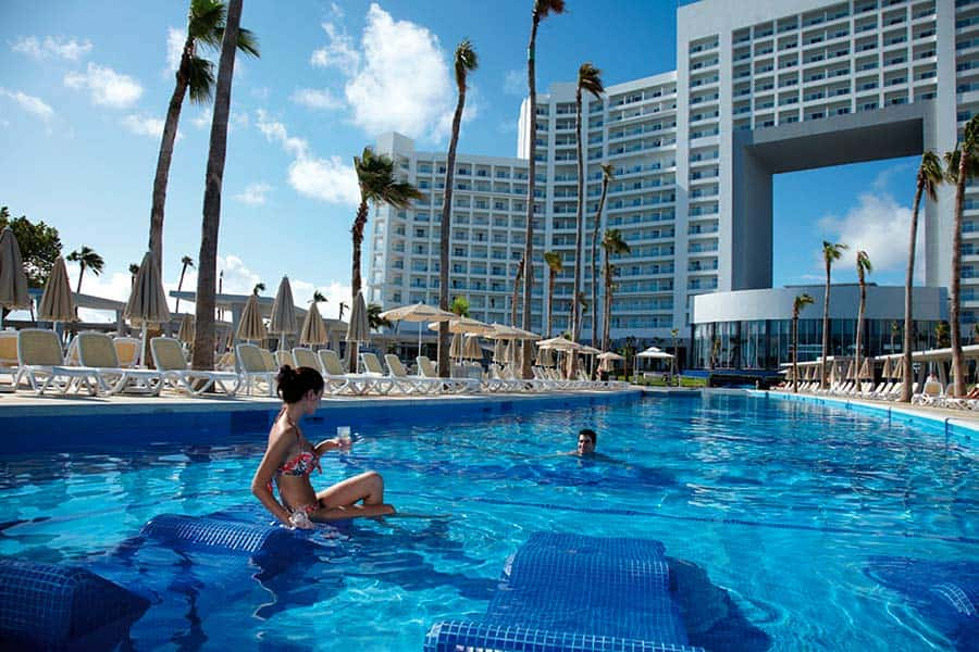 Hotel Riu Palace Peninsula - Outdoor pool