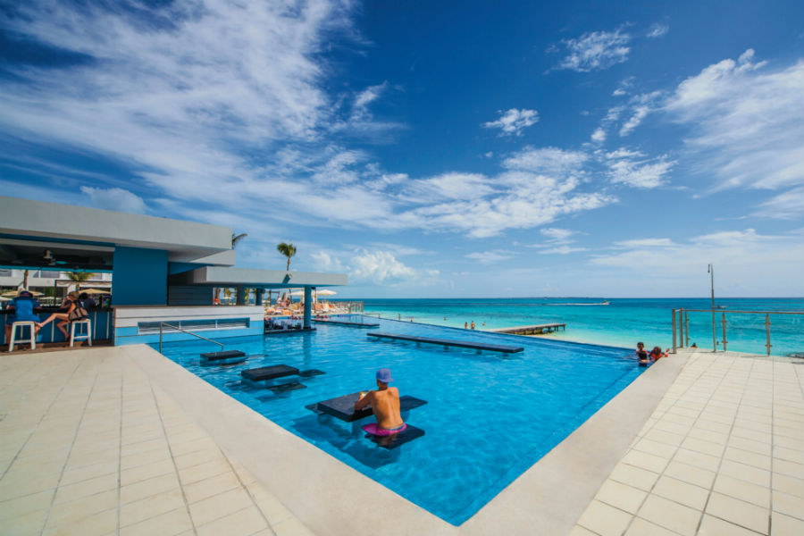 Hotel Riu Cancun - Outdoor pool