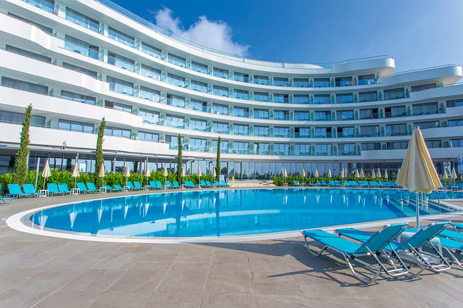 Hotel Riu Astoria - Outdoor pool