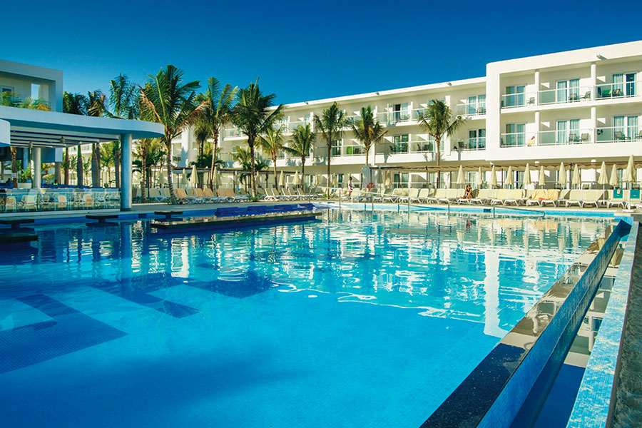 Hotel Riu Reggae - Outdoor pool