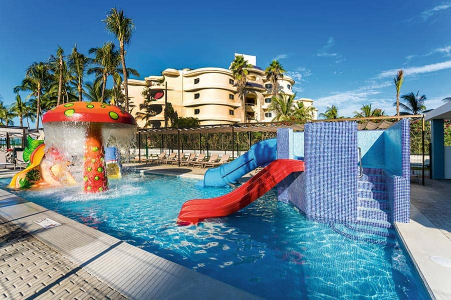 Hotel Riu Vallarta - Outdoor pool