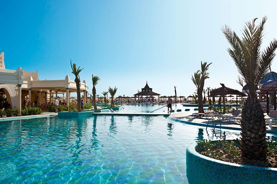 Hotel Riu Karamboa - Outdoor pool