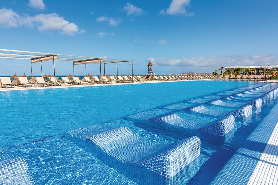 Hotel Riu Palace Boavista - Outdoor pool
